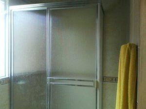 La Vidriera - Servicios - carpinteria en aluminio - division de baños