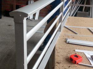 La Vidriera - Servicios - carpinteria en aluminio - pasamanos