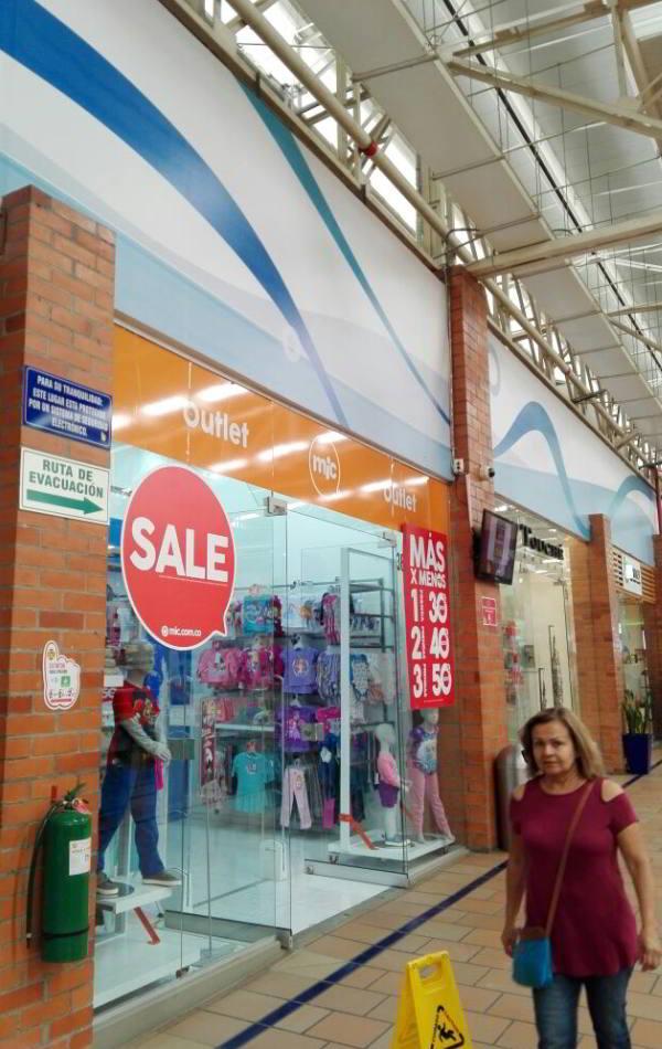 La Vidriera - Proyectos - tienda mic centro comercial único